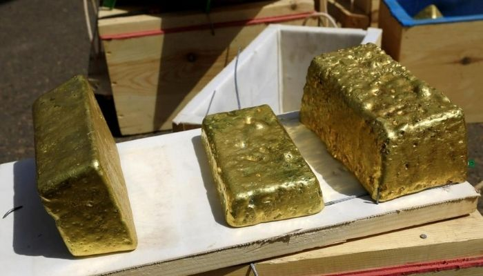 Gold offers safe haven as oil demand, yield on fixed income collapse