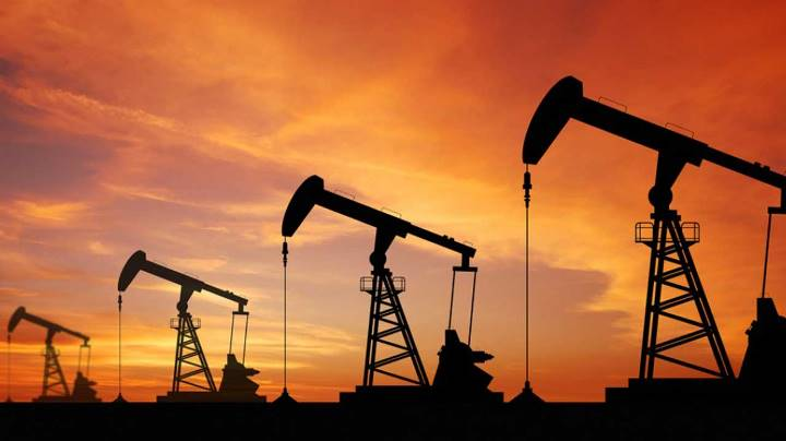 Oil gains as markets tighten on robust global demand